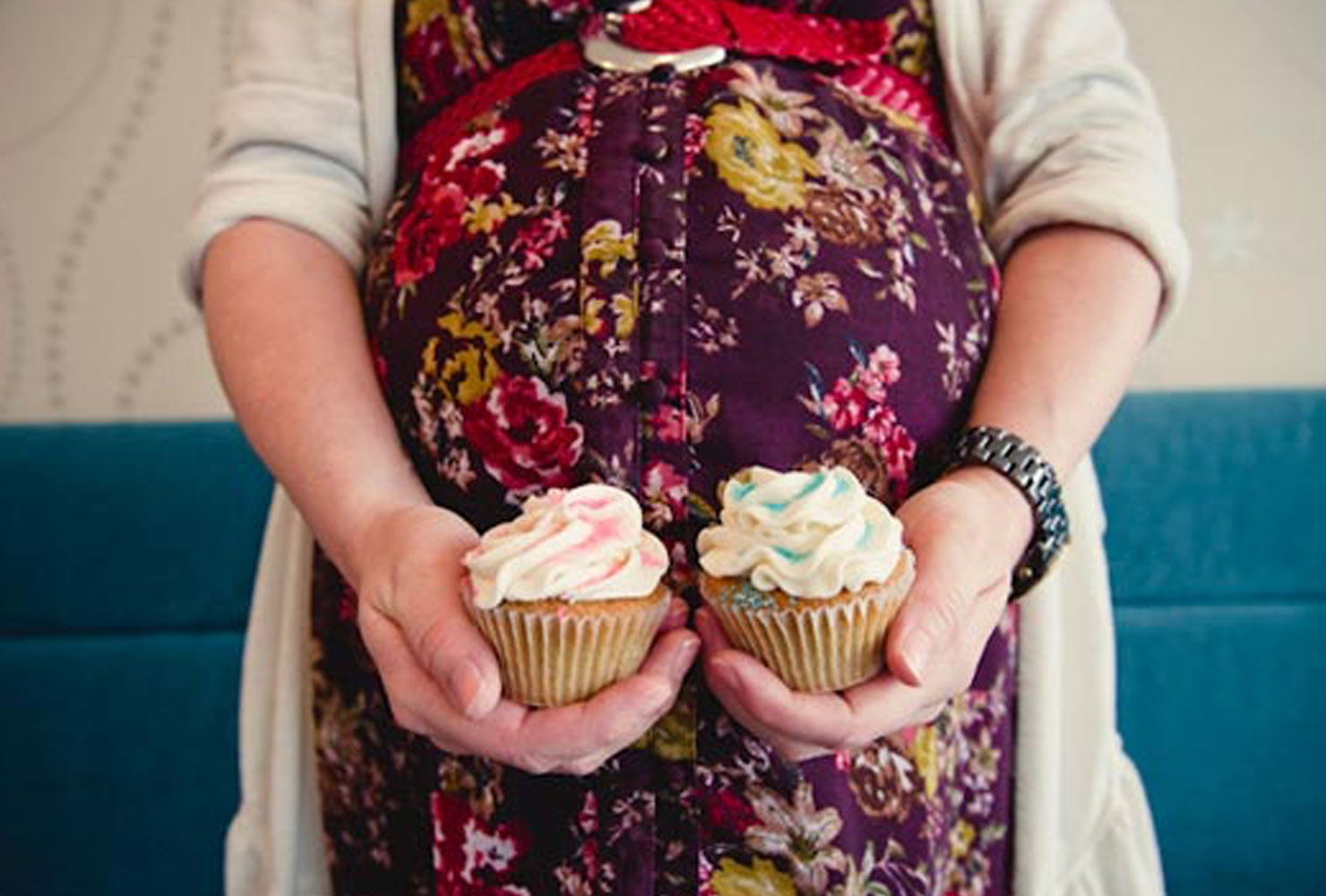 gender reveal ideas color cupcakes