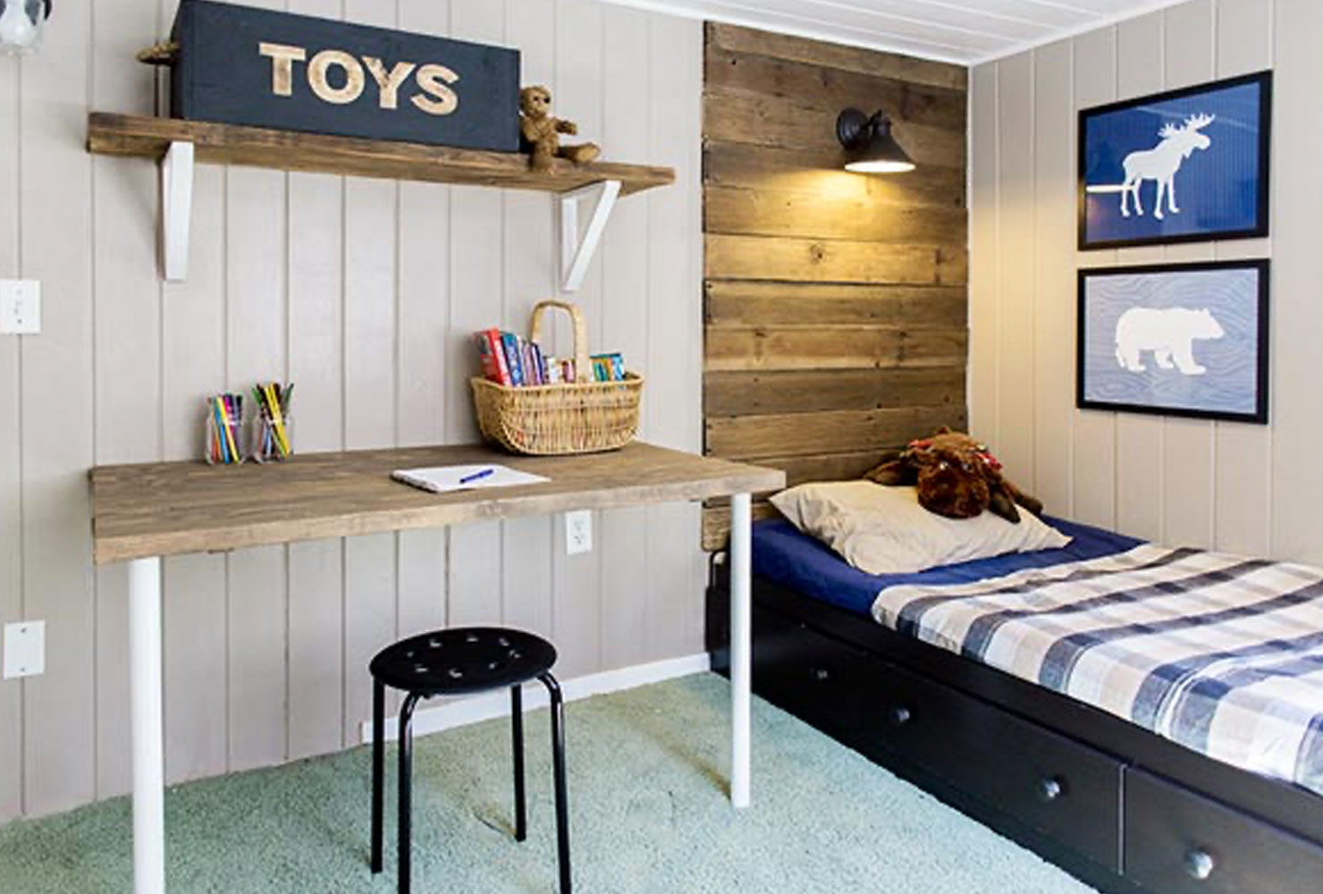 Kids bedroom with desk.