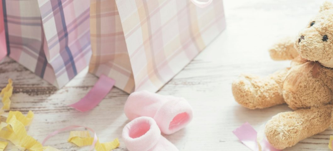baby shower party picture with brown teddy bear and gift bags
