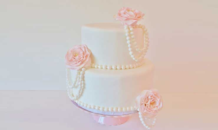 dressed in pearls bridal shower cake
