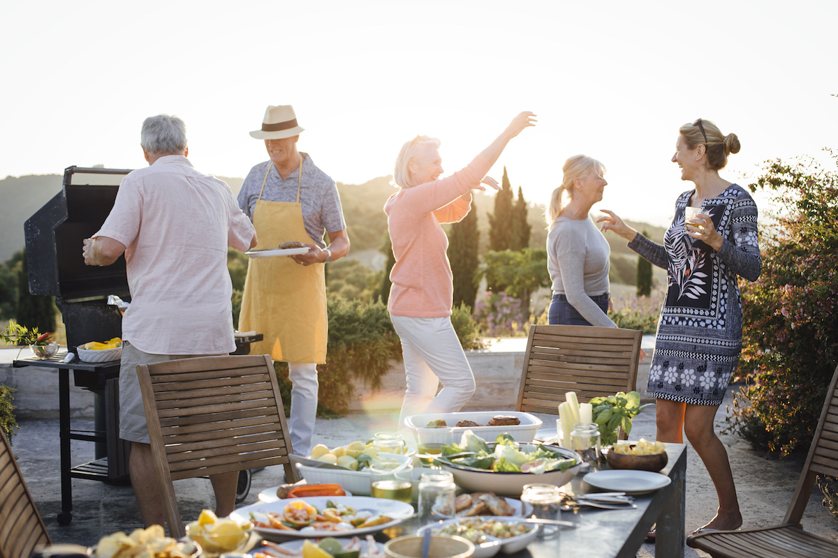after the right dinner invitation wording, a group celebrates a dinner party outdoors