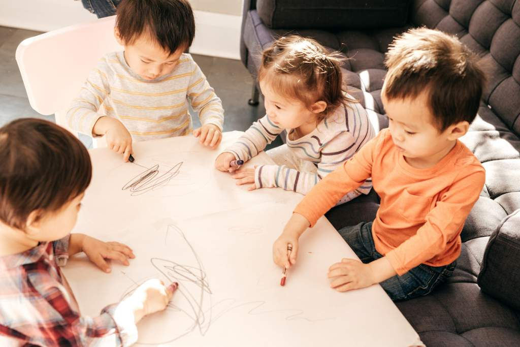 Playdate for toddlers with drawing and paint for playdate ideas