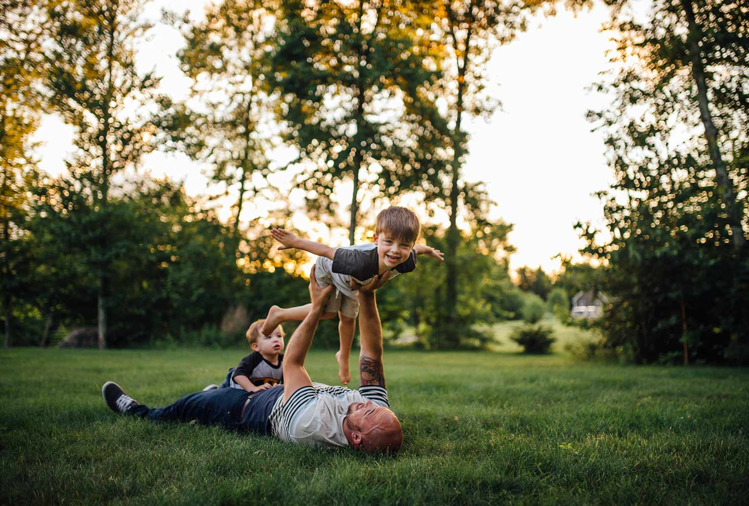 sibling photo ideas fun with dad