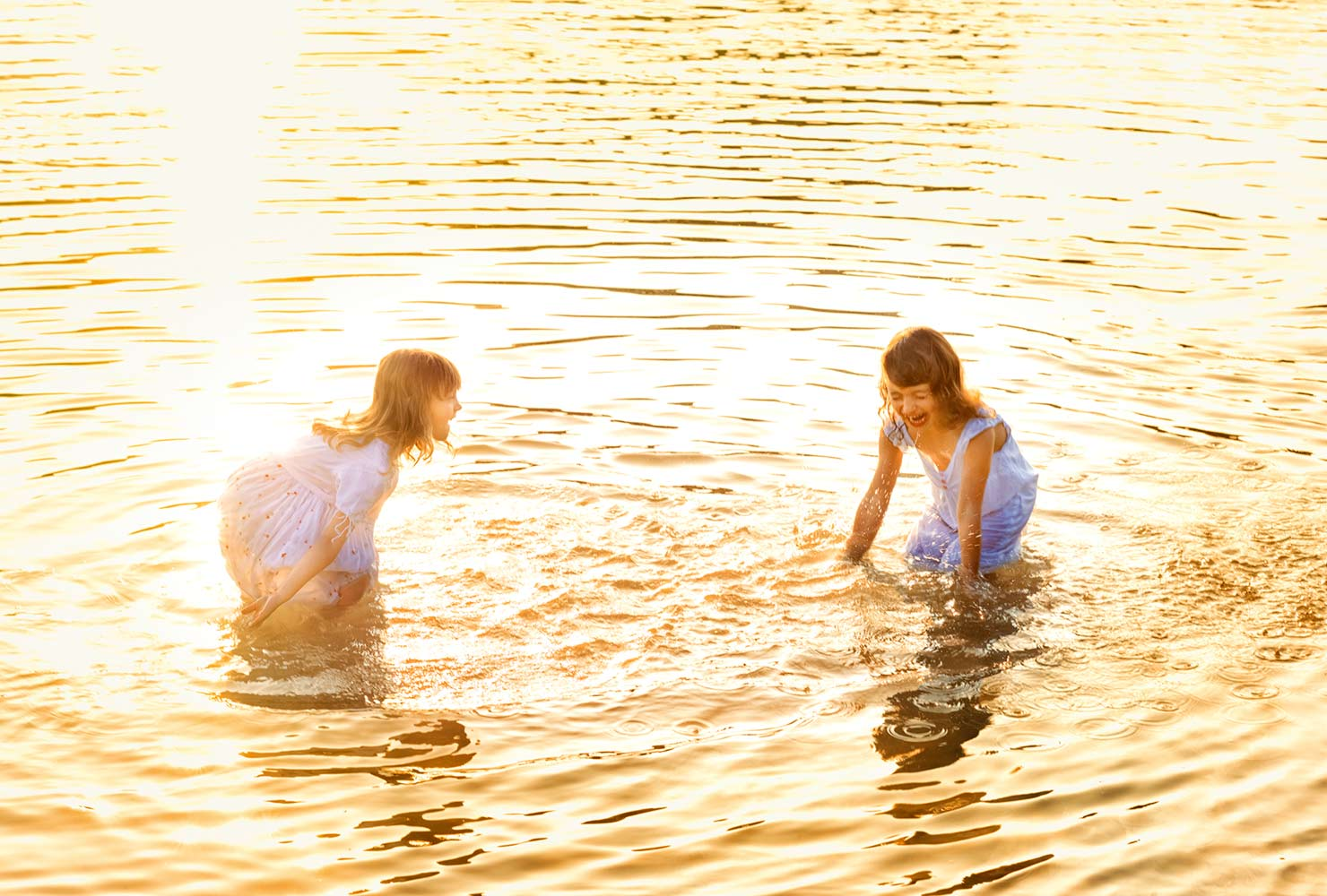 sibling photo ideas golden water