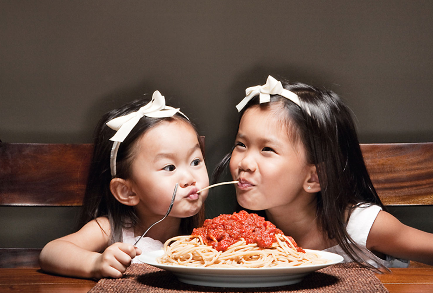 sibling photo ideas spaghetti girls
