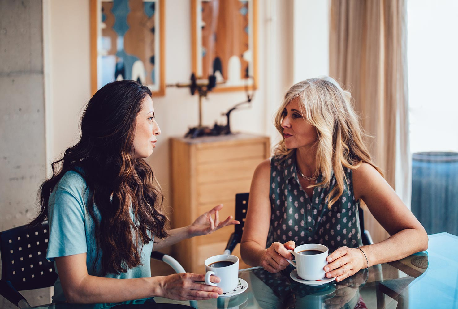 wedding planner and bride talking over coffee