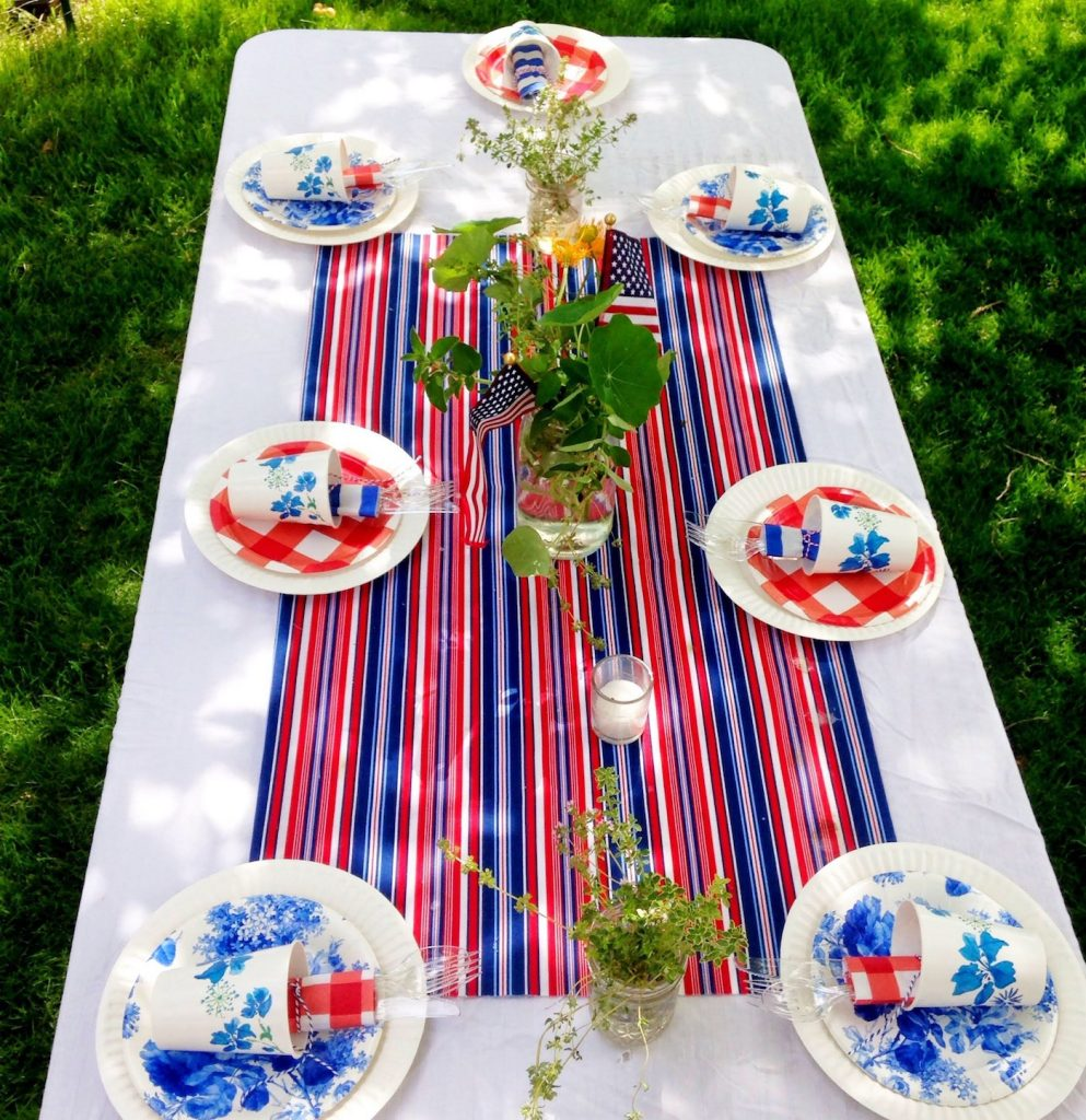 4th of July cookout decoration ideas and table setting.