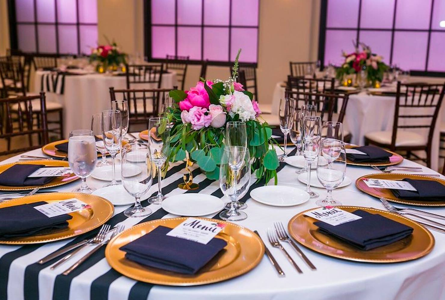 black and gold wedding ideas gold plates