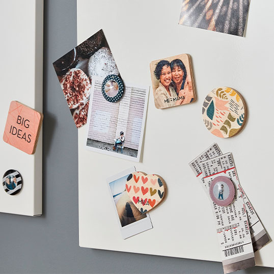 Magnets in different shapes and sizes with different pictures and quotes